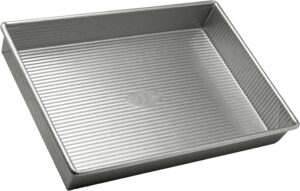 A gray aluminum rectangular baking pan